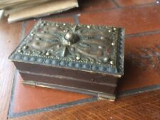 ancienne  boite à bijoux  en bois et laiton repoussé - signé Kolesnikoff  - s104