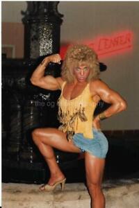 FEMALE BODYBUILDER 80's 90's FOUND PHOTO Color MUSCLE WOMAN Original EN 17 23 D