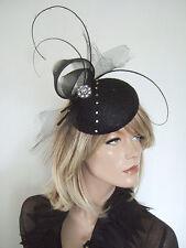 Negro Plumas & Cristales botón Fascinator de la casco con crin Remolinos Ascot MN177