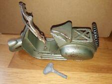 RARE LA HOTTE SAINT NICOLAS SCOOTER VESPA MECANIQUE TOLE jouet toy vintage clé