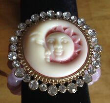 Bracelet - Cameo Freshwater Pearl Austrian Crystal Goldtone Strechable