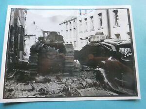 RARE photo Guerre1939-1945 Une colonne blindée française détruite Lille 1940