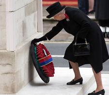 Queen Elizabeth II 10 x 8 UNSIGNED photo - P1005