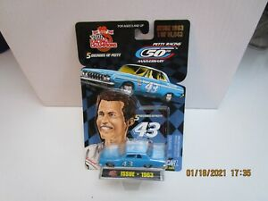 RACING CHAMPIONS 5 DECADES OF PETTY 1/64 1963 PLYMOUTH