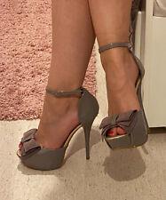 Sexy High Heels Plateau Sandaletten von Tulipano grau gold Lack Schleife Gr 36