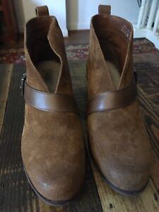 UGG Australia Chestnut WRIGHT Belted Ankle Boots Shearling Lined Boots.Size 9.5