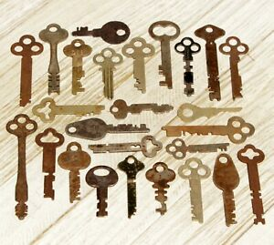 Genuine True Real Vtg Antique Old Flat Mixed Iron Brass Skeleton keys Ornate Lot