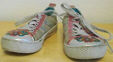 r- SHOES CHILD SZ 10 SNEAKERS METALLIC LUSTER TRIMED IN PINK METALLIC