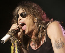 Steven Tyler UNSIGNED photo - F724 - Lead singer of the rock band Aerosmith