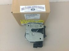 2004-2005 GMC Envoy XUV Center Lower Rear Lift Gate LATCH w/ Actuator new OEM