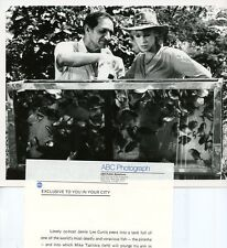 JAMIE LEE CURTIS MIKE TSALICKIS GUINNESS BOOK OF WORLD RECORDS 1981 ABC TV PHOTO
