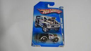 2009 Hot Wheels MORRIS WAGON #115/190 White/Black  HW MAIL~HW City Works Q