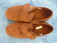 EASY B MEN'S HOUSE SHOES (SLIPPERS) SIZE 10 BROWN FAUX SUEDE B/NEW, MADE SPAIN