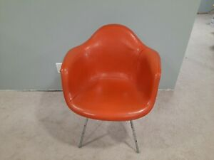 Rare Zenith 3 Dot Stamp  Eames Fiberglass Herman Miller Chair with Upholstery