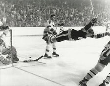 BOBBY ORR 8X10 PHOTO HOCKEY BOSTON BRUINS PICTURE THE GOAL NHL