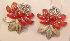 clous décor fleur avec émail beige et orange pour oreilles percées 5355