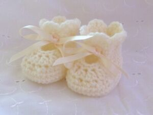 NEWBORN CREAM HAND CROCHET KNITTED SHOES BOOTEES BOOTIES BABY GIFT REBORN
