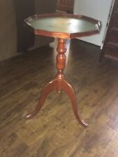 Espresso Wooden Side round top Accent Table in Victorian Style With Green Top