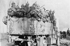 """WW1 - Guerre 14/18 - Un camion de """"Casques à pointe"""" monte au front en 1914"""