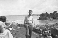 Small format negative - Man posing above very crowded TOWAN BEACH - Newquay.