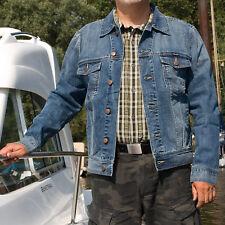 Wrangler Jeansjacke MID STONE Herren Denim Trucker Jacket S bis XXXL blau wash