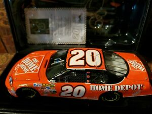 Tony Stewart  #20 Home Depot 2007 Monte Carlo SS Action Elite 1:24