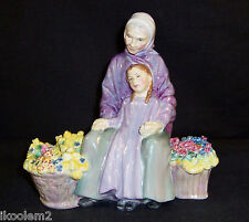 Hn2031 - Royal Doulton Figurine - Granny's Heritage - 1949-1969