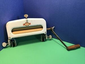 Vintage HandyHot Clothes Laundry Wringer Hand Crank Chicago Electric Mfg Co