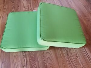 Set of 2 LOVELY Sunbrella Green Macaw Outdoor Chair Cushions 22 x 22 EXCELLENT!