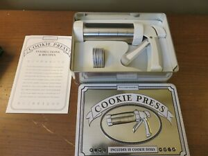 Williams Sonoma Cookie Gun Press Hardly used 17 discs