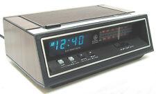 vintage GE 7-4651B  Alarm Clock AM / FM Radio Green FLUORESCENT Display Perfect