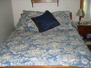 Pottery Barn Duvet, 2 matching Euro + sq navy w/braid throw pillow covers, EUC