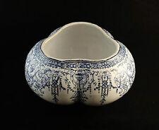 Ancien cache-pot trilobé en faïence GIEN Décor renaissance monochrome 1860-1871