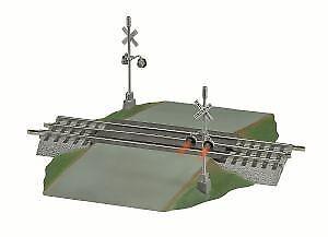 Lionel 6-12052 FasTrack Grade Crossover w/Flasher LN/Box
