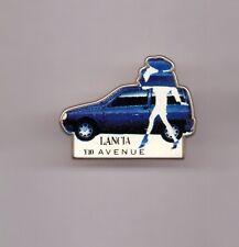 pin's voiture / Lancia - Y10 Avenue (version bleue) signé Tosca