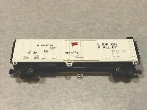 N scale Train Bachmann Silver series  LeHigh Valley Boxcar  LV  7120