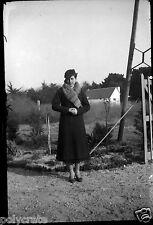 Portrait jeune femme écharpe fourrure -  Négatif photo ancien