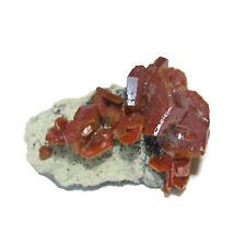 Vanadinite sur matrice brute - 6,23 Grammes - Maroc - 27 X 17 X 13 mm