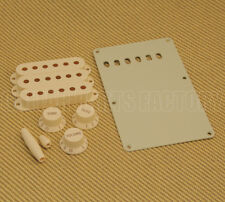 099-1368-000  Fender Stratocaster Aged White Accessory Kit Strat Knobs & Covers