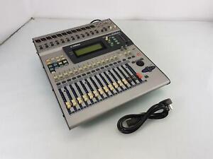 Yamaha Digital Mixing Console 01V