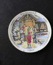 "Royal Doulton Christmas ""Carolling"" Vintage 1989 Holiday Plate W/Wall Hanger"
