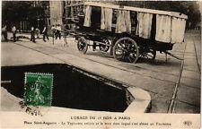 CPA L'ORAGE DU 15 JUIN a PARIS (8e) Tapissiere, Taximetre, trou (199978)