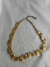Vintage Lisner ribbed gold tone leaf link necklace