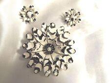 BEAUTIFUL Vintage BLACK & WHITE Enamel FLOWER Brooch & CLIP Earrings Set 15JS11