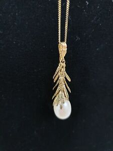 Freshwater Pearl In 9 Carat Setting & Chain - 18""