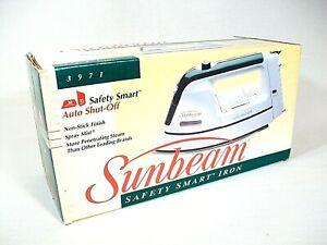 Sunbeam Safety Smart 1200w Non-Stick Iron w/ Auto Shut Off & Spray Mist - New