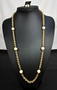 Lovely Vintage Faux Pearls Gold-tone chain and Earrings Demi.
