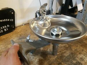 VTG WATER BUBBLER DRINKING FOUNTAIN FAUCET PLUMBING FIXTURE OLD SCHOOL CHROME