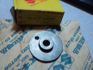 1971-72 SUZUKI TC125 TS125 TS185  SHIFT CAM RETAINER NOS OEM P/N 25322-28000