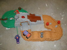 FISHER PRICE 1999 REMOTE CONTROL JEEP WITH TRACK WORKS